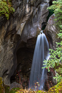 Maligne_Canyon_2