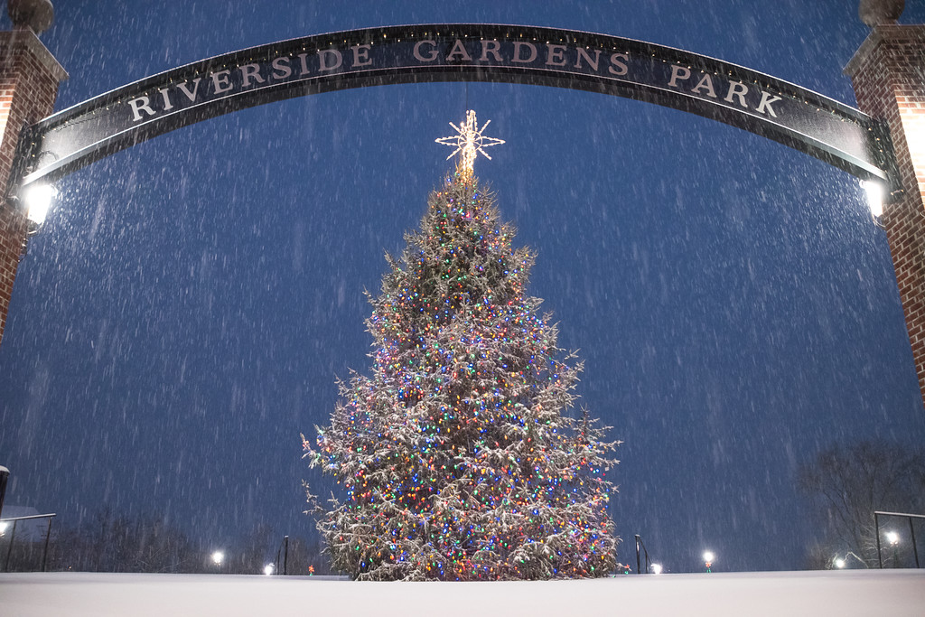 2016 12-17 Red Bank Christmas Tree in Snowfall-30_Full_Res