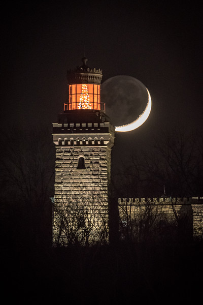 2018 12-10 Twin Light Christmas Tree Crescent Moon-60_Full_Res