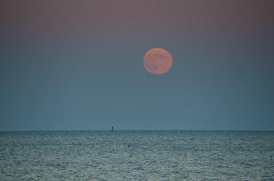 2013 10-18  Hunter Moon Rising Monmouth Beach-58