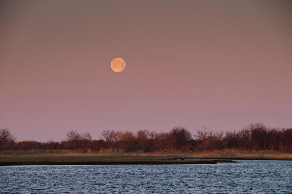 2013 3-28 Shrewsbury River Island Setting Moon-77