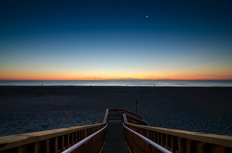 2013 10-1 Monmouth Beach Dawn Crescent Moon Fishermen-16