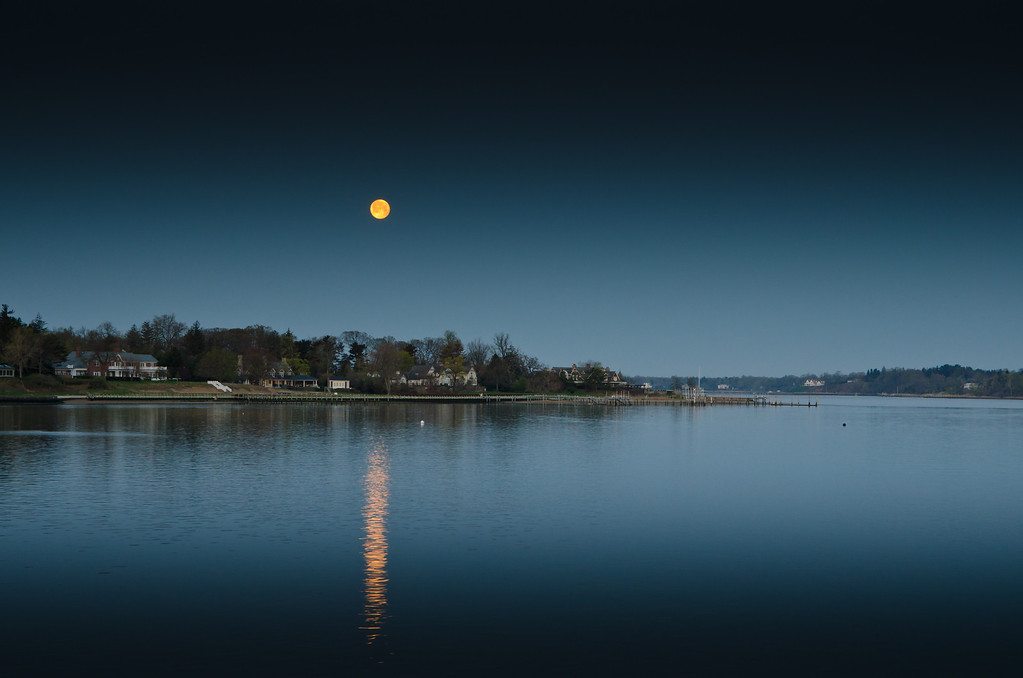 2013 4-26 Rumson Setting Full Moon Vantage Oceanic-7