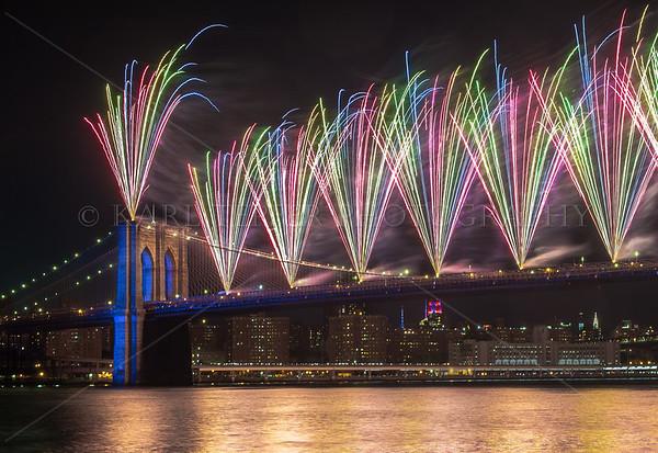 July 4th, 2014   FIREWORKS from the Brooklyn Bridge!
