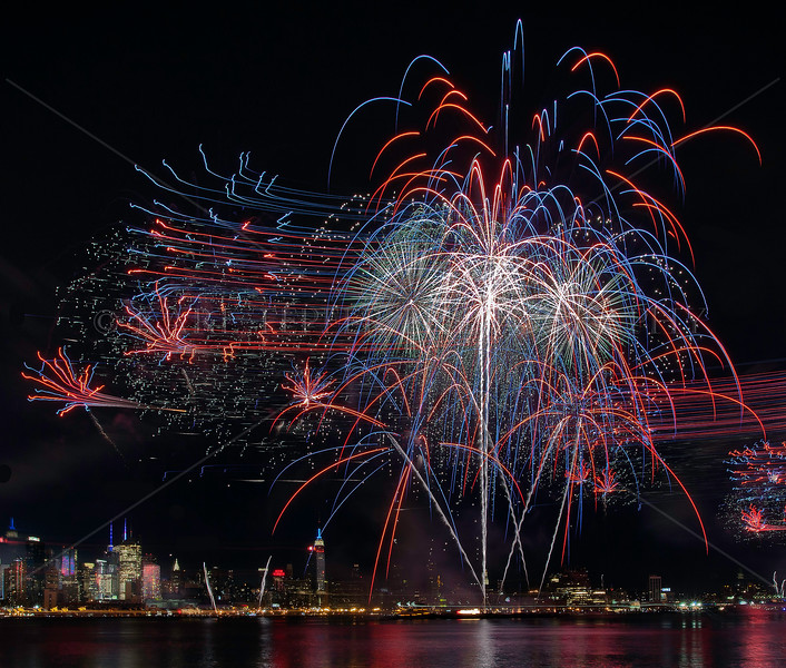 July 4, 2011   Spectacular display over mid-town Manhattan by Pyro Spectaculars