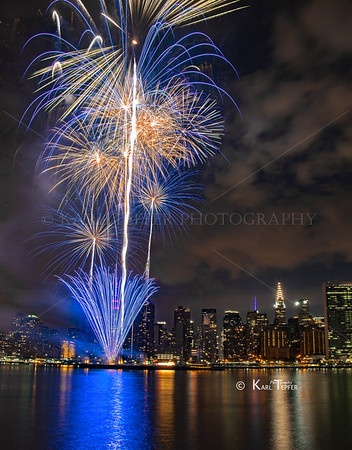 The 2015 Macy's Firewoks spectacllar over the East River of New York City