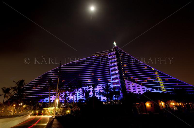 <h2>Jumeirah Beach Hotel, full moon.