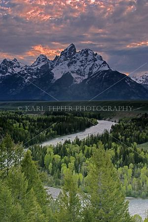 <h2>Snake River Overlook right after sunset  Sun fading behind the mountains © 2009 Karl Tepfer