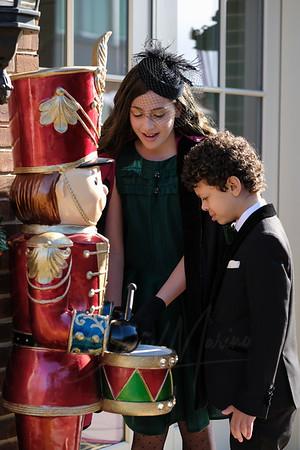 (Holiday Portraits in Mil Basin, Brooklyn, NY( Photo by Daniel Marino Studio, http://danmarinophoto.com