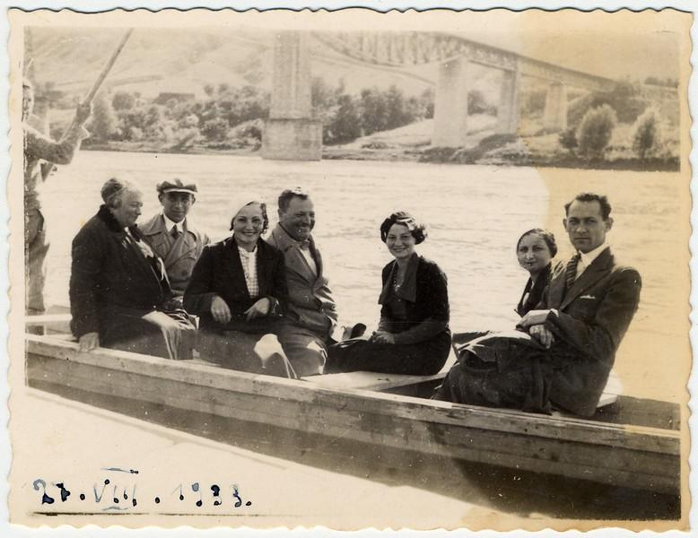Ісак Лібман з родиною і друзями. Заліщики. 1933_08_27
