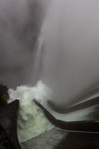 2014-11-11-Verzasca-Dam-Overflow-6