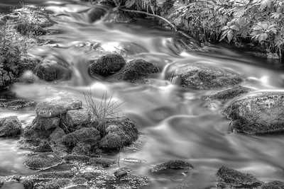 2013-08-22-Waterfalls-Van-d'en-Bas-29-EditedAnd2more_tonemapped-bw