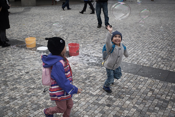 Bubble play in the street of Pragues (2016)
