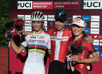 from left: Jolanda Neff (Sui) Kross Racing Team /  Annika Langvad (Den) Specialized Racing /  Kate Courtney (USA) Specialized Racing