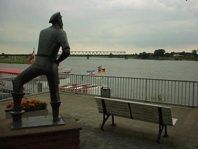 """""""Der Rufer"""" in Lauenburg, Germany"""