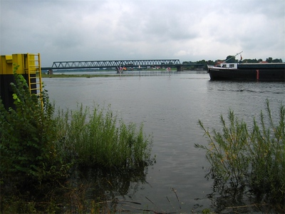 River traffic on the Elbe.