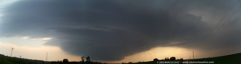 Amazing UFO shaped updraft. Very green skies to the north of this on the right side, where the massive hail was falling on the town of Oregon, MO.