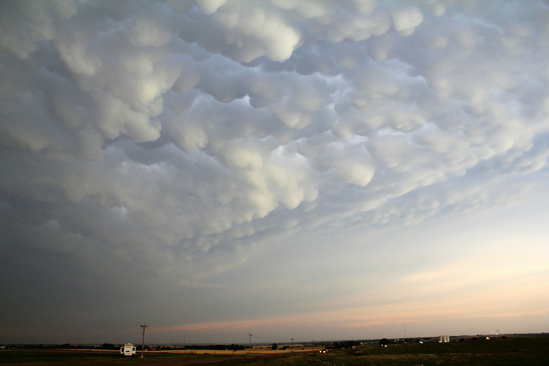 8:12 pm | 6 mi NW of Arapaho, OK<br /> <br /> Above and behind us to the east was a spectacular mammatus display.