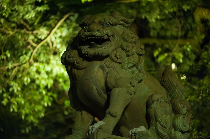 Shisa guarding the entrance to Yasaka shrine, Kyoto.