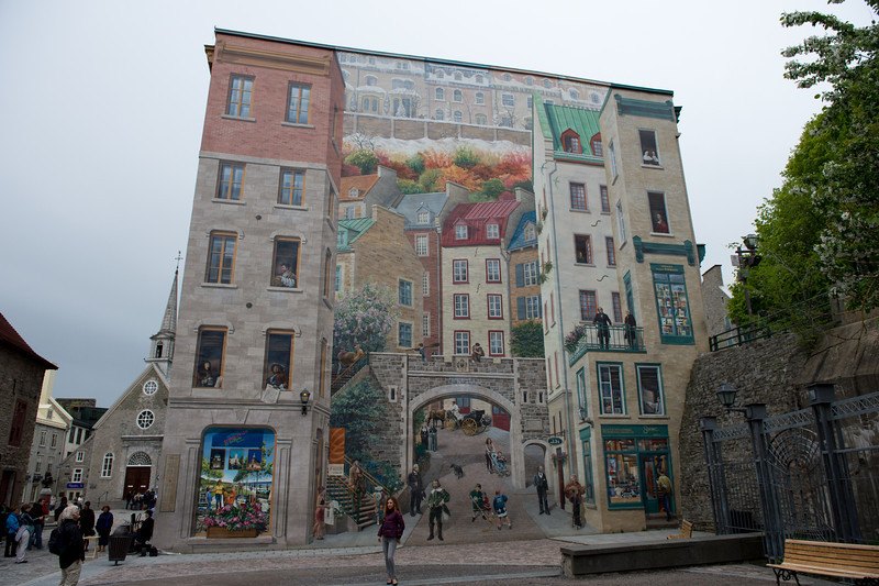 Mural on the side of a building in Place Royale