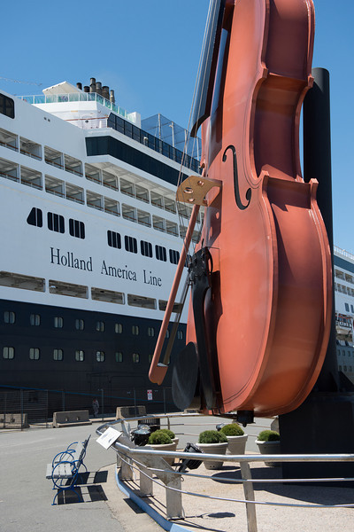 60 feet tall, the fiddle weighs 10 tons