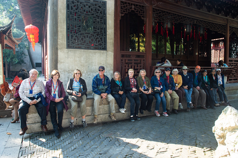 Our tourmates awaiting entry to Yuyuan Garden