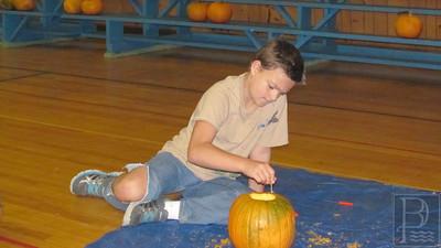 IA ICC pumpkin carving Drew Wendell 102314 JB