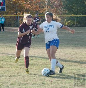 IA DIS Girls Soccer GSA AllisonCDribblesDownthe Field 102314 JS