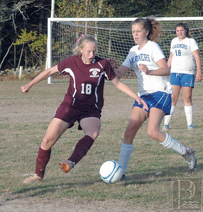Orly Vaughan fights for the ball