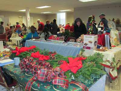 CP Holly Berry Fair Wreaths 121114 TS