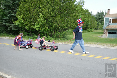 WP Bkln Parade Man and Kids 071014 KB