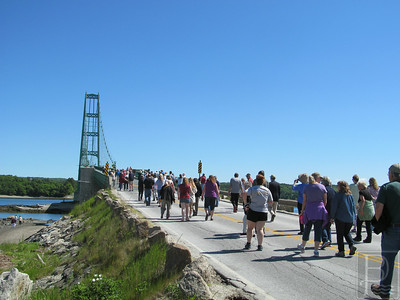 IA Bridge 75 anniversary walkers 2697 062614 JB