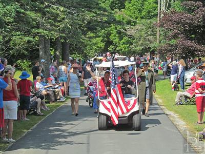 WP BvilHarbSd 4th golfcartflag 071014 TS