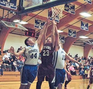 Sports DIS boys v GSA Dec. 17 Going for the rebound 01015 JS