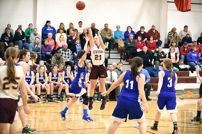 Sophomore Morgan Dauk goes for a three-pointer against Sumner at the beginning of the game. Photo by Franklin Brown