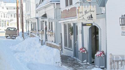 IA More Snow Inn in Harbor 020515 FD