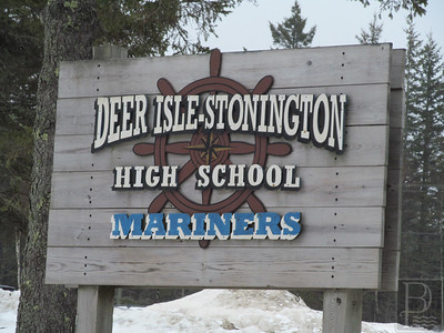 IA-FILE-Deer-Isle-Stonington-School-High-Sign-3-032615-TS