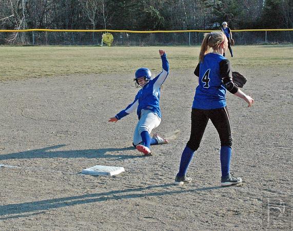 Sports-DIS-softball-5HolliSlidesintoThird-050715-JS.jpg