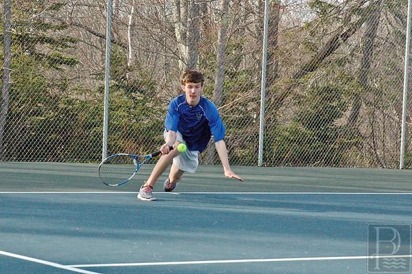 Sports; DIS; tennis; PaulDivesfortheSave; 050715; TennisSumner050515