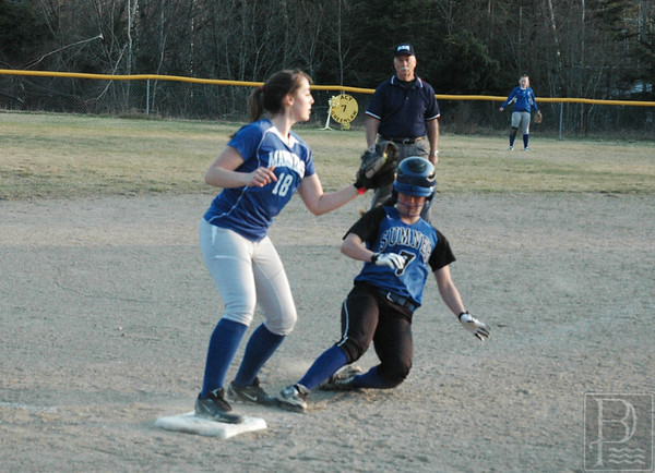 Sports-DIS-softball-MorganmakestheOut-050715-JS.jpg