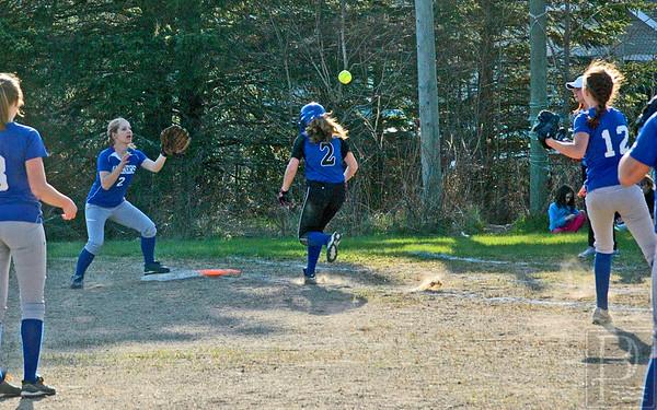Sports-DIS-softball-OrlyThrowstoAshleyonaBunt-050715-JS.jpg