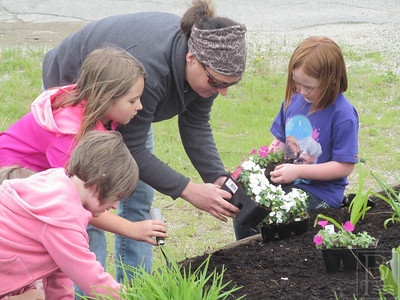 CP-PCS-Garden-Day-Nettie-Carter-Olivia-Bates-Darcy-Currier-Aubree-Ames-061115-TS