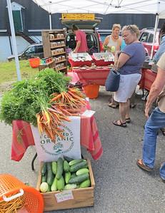 IA-Farmers-Market-carrots-081816
