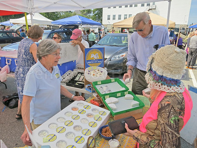 IA-Farmers-Market-cheese-customers-081816-MR