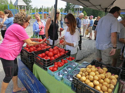 IA-Farmers-Market-tomato-081816-MR