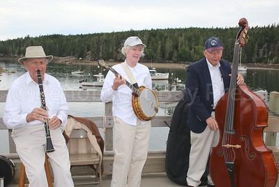 IA-Otter-mailboat-new-trad-trio-080416-AB