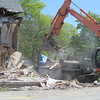 IA-Atlantic-Ave-house-demo-loading-truck-052616-ML