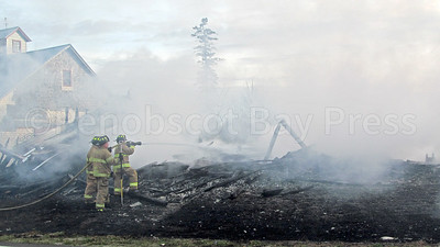 WP-Ken-Rose-Farm-fire-fighters-two-110316-AB