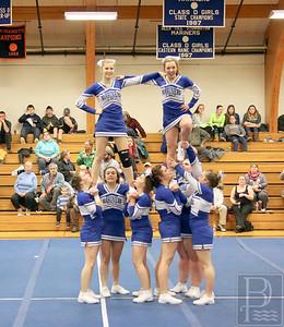 Mariner cheerleader stunt