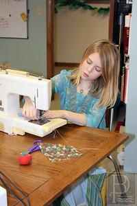 CP-Pen-sewing-circle-Thea-McKechnie-021116-ML